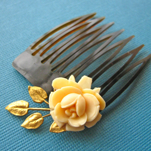 Bloom Comb vintage jewellery