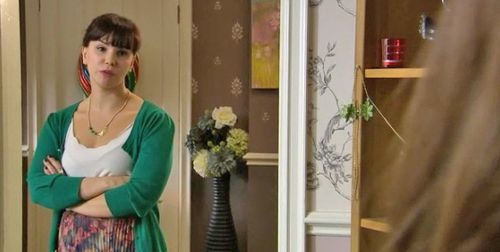 Hollyoaks_likespeas_2