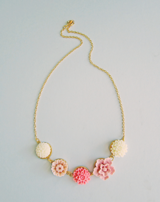 Pink roses necklace