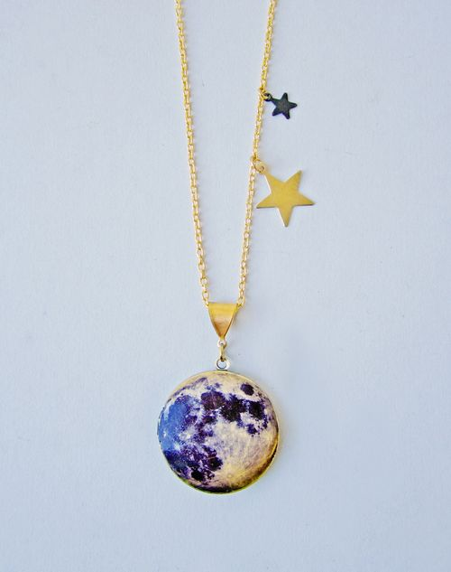Over_the_moon_locket_1-2