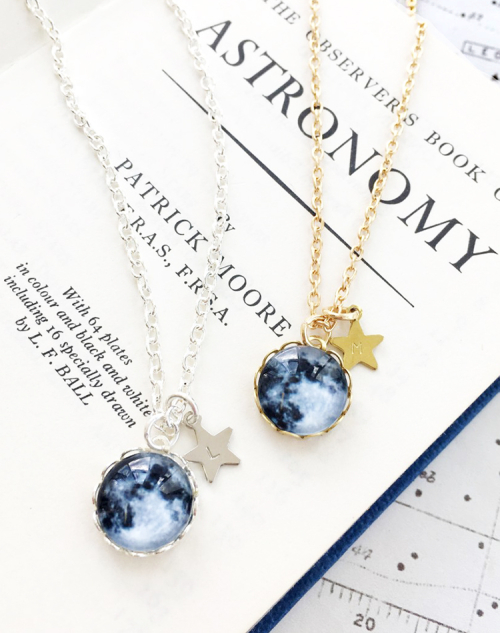 La lune moon necklace both