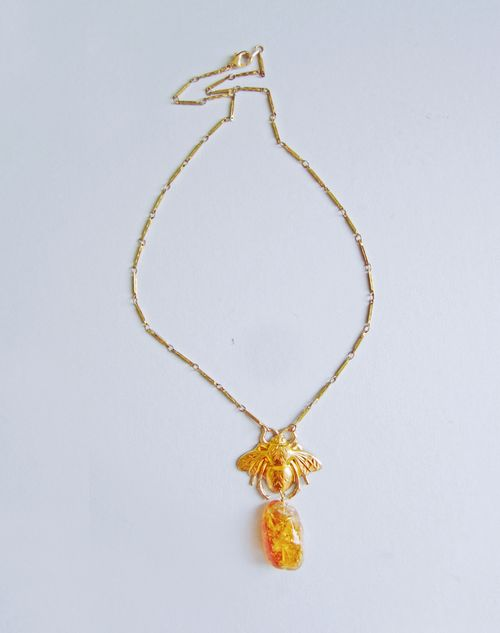 Bee_necklace_2