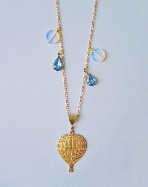 Moving_on_up_hot_air_balloon_necklace_1A